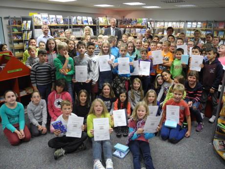 Die eifrigen Teilnehmer am Sommerferien-Lesespaß wurden in der Bibliothek Burbach gefeiert.