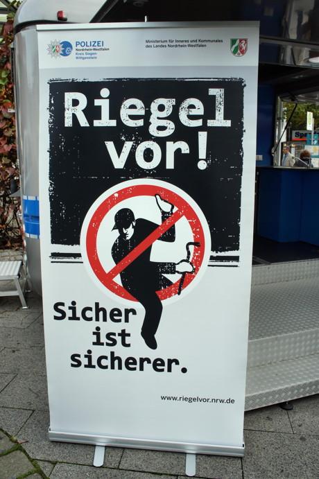2014-10-20_Siegen_Polizei_Aktionswoche_Einbruchschutz_Foto_Hercher_1
