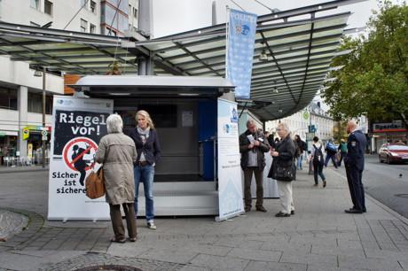 2014-10-20_Siegen_Polizei_Aktionswoche_Einbruchschutz_Foto_Hercher_3