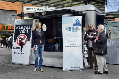 2014-10-20_Siegen_Polizei_Aktionswoche_Einbruchschutz_Foto_Hercher_4
