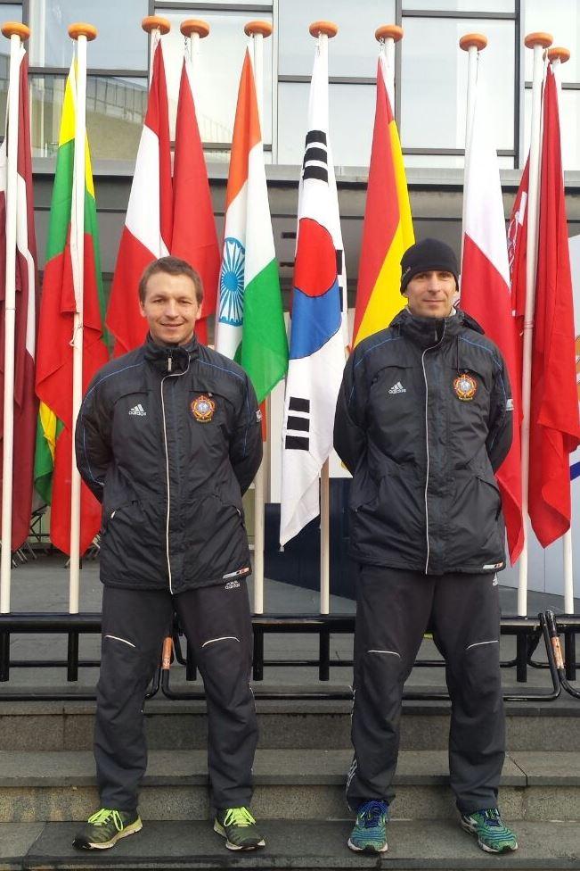 Oberfeldwebel Sven Heuel (li.) und Stabsbootsmann Holger Wollny (re.) vom Marathonteam der  Bundeswehr vor dem Start. Foto: Bundeswehr