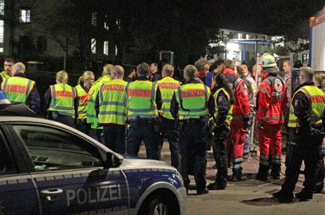 PolizeiGroßeinsatzFlüchtlingsunterkunftKaserneBurbachNRW2