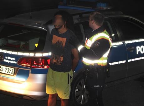 PolizeiGroßeinsatzFlüchtlingsunterkunftKaserneBurbachNRW3