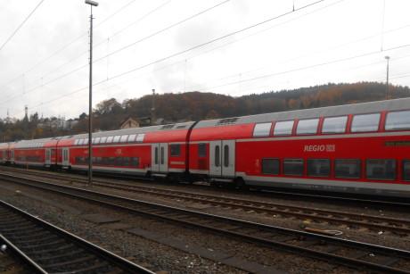 Der Regional-Express nach Köln auf dem Abstellgleis am Siegener Bahnhof. Die Zug-Verbindung in die Domstadt ist am stärksten vom Streik betroffen. Fotos: Jürgen Kirsch
