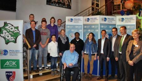 13 Menschen aus Siegen-Wittgenstein wurden im Lyz für ihr zivilcouragiertes Handeln ausgezeichnet. Fotos: Kirsch