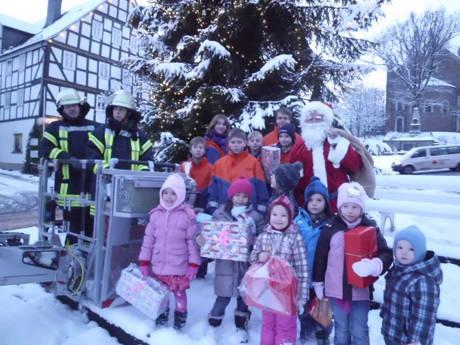2014-11-21_Hilchenbach_Weihnachtsbaumschmuecken_Foto_Stadt_Hilchenbach