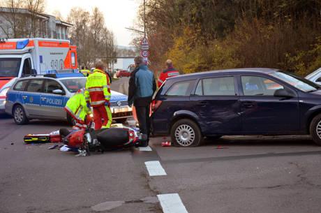 2014-11-21_Siegen_Batterieweg_VUP-Roller-Pkw_Foto_Schade_04