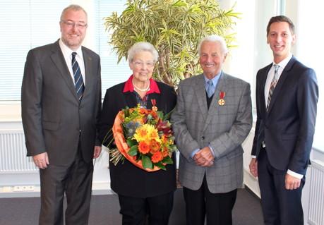 2014-11-22_Siegen_Verdienstkreuz Ehepaar Preis_Foto_Kreis_Siwi