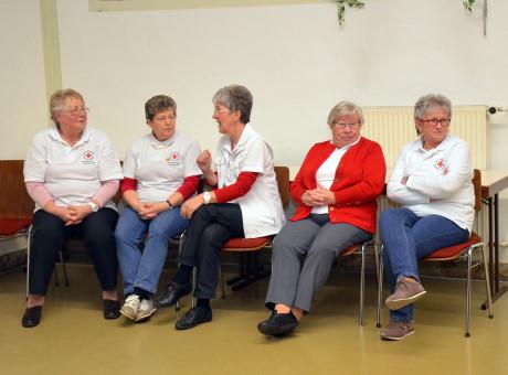 Ehrenamtliche Mitarbeiter unterstützten den Angebote und Leistungen des Roten Kreuzes.