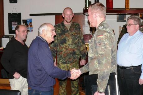 Oberstleutnant Andreas Springer begrüßte mehr als 60 ehemalige Soldaten und Beschäftigte am Luftwaffenstandort Erndtebrück als Gäste. Foto: Kehle/Bundeswehr