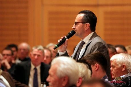 Fritz Reuter, Geschäftsstellenmitarbeiter Marketinig, wurde von seinen Aufgaben entbunden und ergriff das Wort.