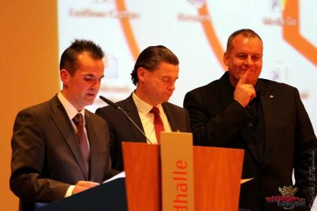Der Vorstand um Heiko Maurer, Ralf Utsch und Jens Behrend erlebte einen weitgehend ruhigen Abend in der Siegerlandhalle.