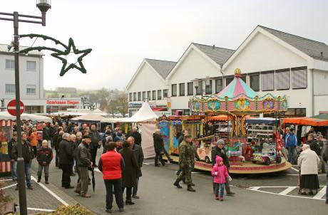 Am ersten Adventssonntag lädt der Wilnsdorfer Weihnachtsmarkt zu einem kleinen Bummel ein. Foto: Gemeinde