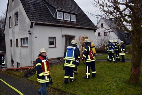 2014-12-09_Freudenberg-OberholzklauKellerbrand_Foto_Schade_01