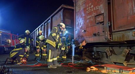 2014-12-30_Kreuztal_Feuerwehr_Grossübung_Bahngelände_Foto_Hadem