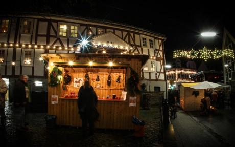 Stimmungsvoll wird es am 7. Dezember in der Burbacher Ortsmitte. Dann öffnet der 22. Burbacher Weihnachtsmarkt seine Pforten. Foto: Gemeinde
