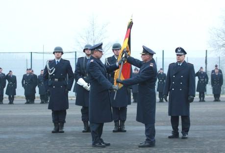 Generalmajor Robert Löwenstein, Oberst Martin Krüger (li.) und Oberstleutnant Lars Hoffmann (re.) bei der Kommandoübergabe.