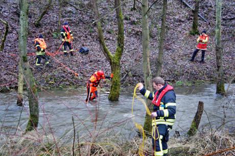 2015-01-09_Niederdielfen_Vermisstensuche_in_Fluss_Foto_Hercher_5