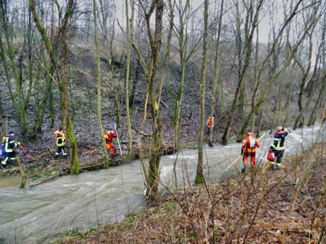 2015-01-09_Niederdielfen_Vermisstensuche_in_Fluss_Foto_Hercher_8