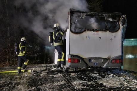 Ein komplettes Ausbrennen des Wohnmobils konnte nicht mehr verhindert werden. Foto: Kay-Helge Hercher
