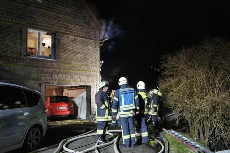 2015-01-23_Neunkirchen-Altenseelbach_Brand_Mülltonnen_an_Haus_Foto_Hercher_8