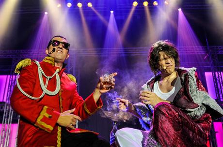 Axel Herrig (li., Falco) und Sascha Lien (re., Freddie Mercury) lassen Weltstars wieder aufleben. Foto: aura entertainment