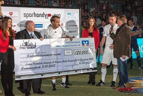Insgesamt 120.000 Euro sind für den guten Zweck zusammengekommen. Fotos: Michael Handke