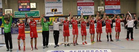 Die Mannschaft des TuS Ferndorf feierte einen gelungen Start ins neue Jahr 2015. Fotos: (11): Marvin Müller