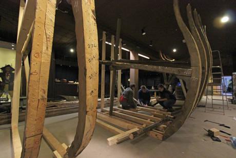 """Das über 500 Teile umfassende """"3D-Puzzle"""" eines Piratenschiffs entwickelt sich langsam zu einer der Hauptattraktionen der neuen Sonderausstellung im Museum Wilnsdorf. (Foto: Museum)"""