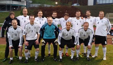 Der Spieler des 1. FC Kaan-Marienborn Tobias Wurm (im Bild untere Reihe, zweiter von links) hat vom 01. bis 05. Februar 2015 erfolgreich seine Prüfung zur Fußballtrainer A-Lizenz (UEFA A Level) bestanden.