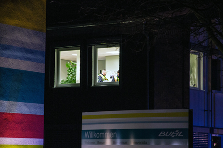 Ermittler der Polizei untersuchen den Brandherd | Foto: © Michael Handke
