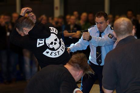 PolizeiSymbolfoto-Pfefferspray-copyright-Tomas-Moll