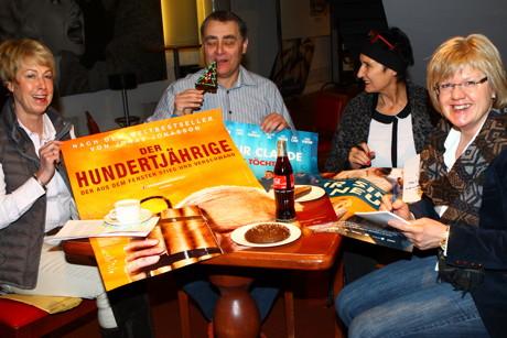von links: Eva Vitt, Kino-Chef Jochen Manderbach, Astrid E. Schneider und Gudrun Roth (Foto: Dieter Gerst)