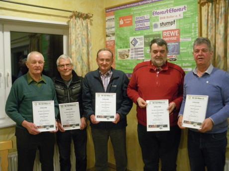 Die Jubilare des VfB Wilden v.l.n.r.: Siegfried Klöckner (50 Jahre Mitglied), Horst-Udo Diek (40), Horst Edelmann (60), Hans-Joachim Hübner (50) und Gerd Heuzeroth (25).