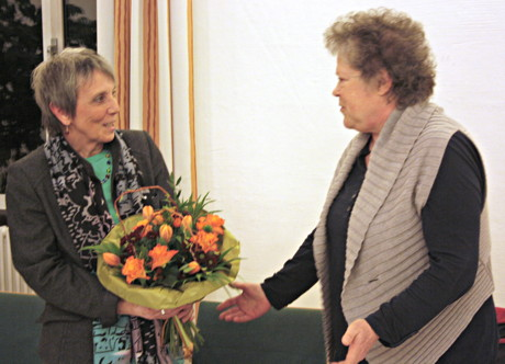 Vorsitzende Bärbel Müller-Späth (r.) verabschiedet die langjährige Schatzmeisterin Doris Schepp (l.) (Foto: Verein)