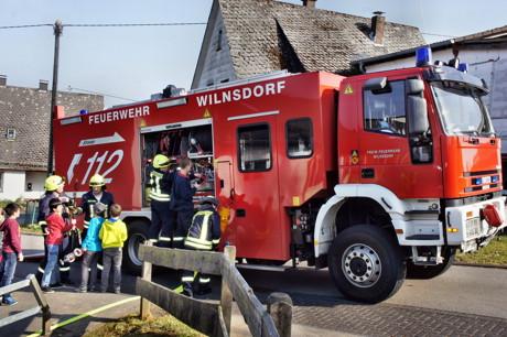 2015-03-23_Wilnsdorf_Grundschule_FeuerwehrAG_OGS_Abschlussuebung_Foto_Hercher_02