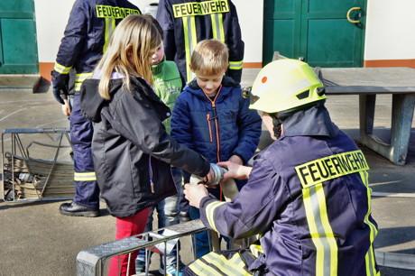 2015-03-23_Wilnsdorf_Grundschule_FeuerwehrAG_OGS_Abschlussuebung_Foto_Hercher_06
