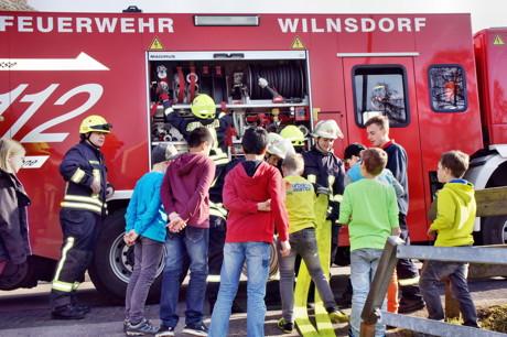 2015-03-23_Wilnsdorf_Grundschule_FeuerwehrAG_OGS_Abschlussuebung_Foto_Hercher_08