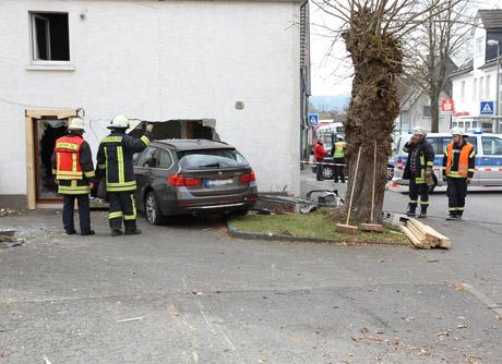 2015-03-26_Kreuztal-Littfeld_Pkw_in_Haus_gefahren_Foto_mh_01_Foto_wirSiegen_5