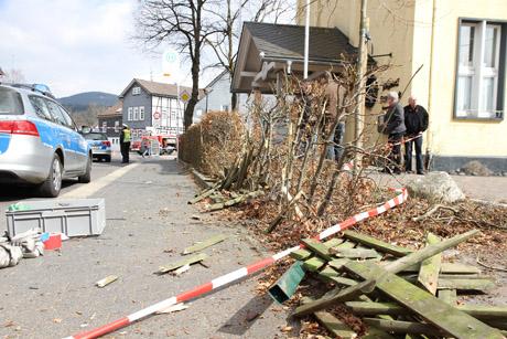 2015-03-26_Kreuztal-Littfeld_Pkw_in_Haus_gefahren_Foto_mh_01_Foto_wirSiegen_8