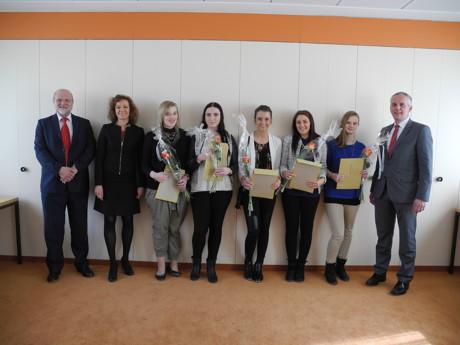 Die erfolgreiche Prüfung zur Justizfachangestellten haben abgelegt Selina Fricke, Jana Hermann, Laura Klöwer, Katharina Stahlhacke und Laura Wurm. (Foto: LG Siegen)