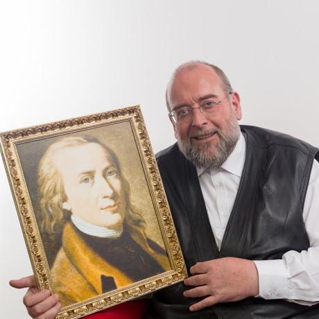 Jan_Vering mit einem Matthias-Claudius-Bild 2 (c) Florian Fietz