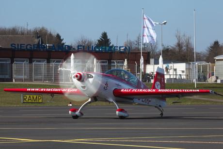Noch ein Vertreter aus der Extra-Familie, eine Extra 300 L. Die Konstruktionen des deutschen Flugzeugsbauers aus Dinslaken sind weltweit als Kunstflugmaschinen gefragt. (Foto: Sven Vollert)