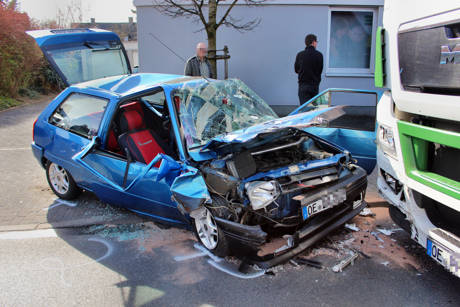 2015-04-13_Olpe_Verkehrsunfall_Person_eingeklemmt_Foto_mg_1