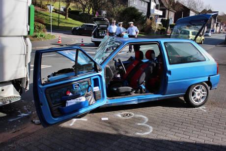 2015-04-13_Olpe_Verkehrsunfall_Person_eingeklemmt_Foto_mg_2