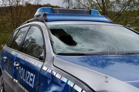 2015-04-25_Wilnsdorf_L722_Unfall_VU-Wild_Polizeiauto_gegen_Hirsch_Foto_Hercher_02