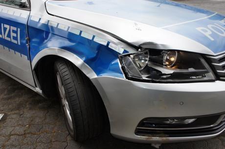 2015-04-25_Wilnsdorf_L722_Unfall_VU-Wild_Polizeiauto_gegen_Hirsch_Foto_Hercher_03