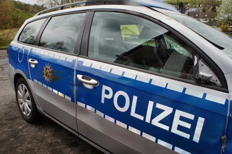 2015-04-25_Wilnsdorf_L722_Unfall_VU-Wild_Polizeiauto_gegen_Hirsch_Foto_Hercher_04