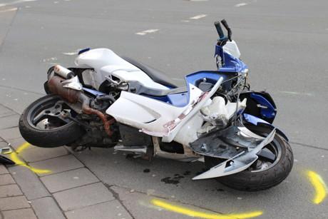 2015-04-26_Siegen_VUP_Pkw_gegen_Roller_schwerverletzt_Foto_mg_4