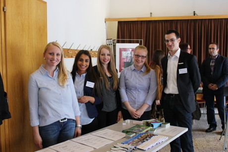 Die Auszubildenden des Kreises Siegen-Wittgenstein (von links): Davina Daub, Tugce Aksin, Franziska Schmidt, Stina Neugebauer und Dennis Schneider. (Foto: Kreis)